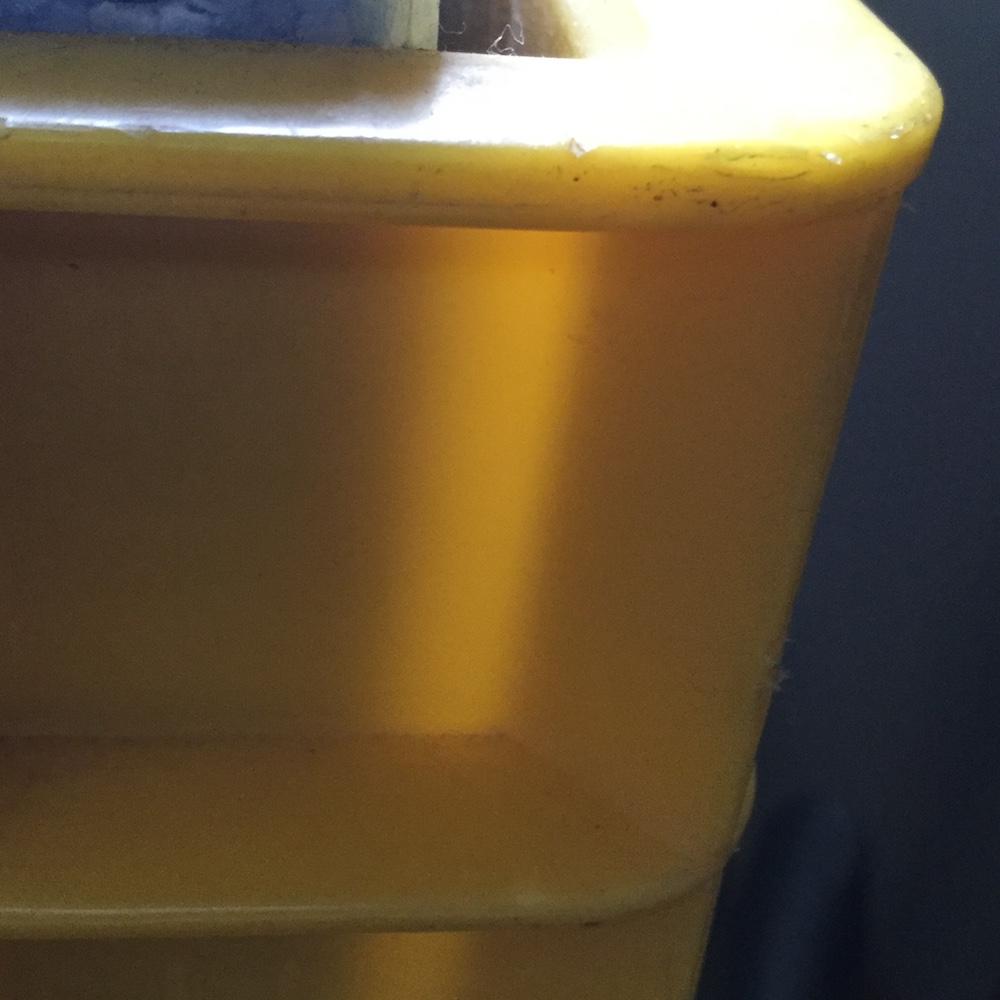 ビールケースのようなプラスチックのケース